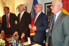 Dhurata-e-Ambasadorit-Shalli-i-Kosoves-4